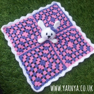 Crochet Baby Comforter - A great baby shower gift www.yarnya.co (4)